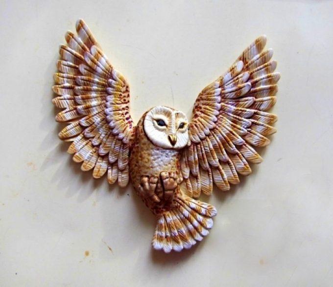 Как се прави ефектен медальон със сова от полимерна глина